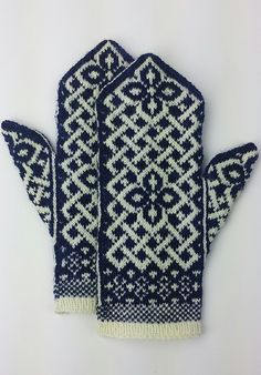 Neuen : Gratis breipatroon -: Manicmaiden & # s Celtic Carol, Knitted Mittens Pattern, Fair Isle Knitting Patterns, Knit Mittens, Knitted Gloves, Knitting Socks, Knitting Designs, Free Knitting, Knitting Projects, Ravelry