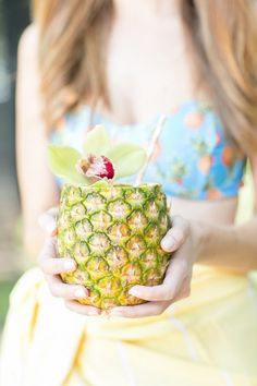 Pineapple Garden Party #pineapple #poolparty #summer #party #entertaining #flowers #cocktails #appetizers #gardenparty