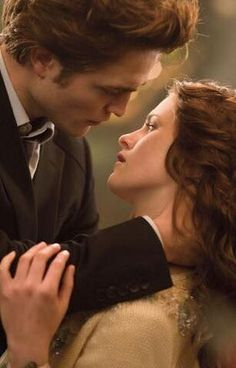 Image shared by Saga Robsten. Find images and videos about kristen stewart, twilight and robert pattinson on We Heart It - the app to get lost in what you love. Die Twilight Saga, Twilight Saga Books, Twilight 2008, Twilight Edward, Twilight Movie, Twilight Wedding, Twilight Quotes, Nikki Reed, Edward E Bella