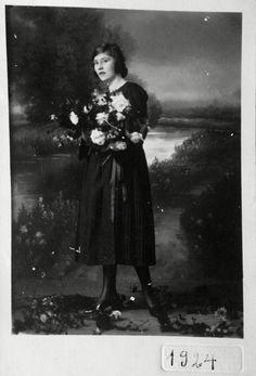 Minha avó gostava de tirar fotografias. Essa é uma das mais lindas. O seu olhar era tão jovem e cheio de sonhos.
