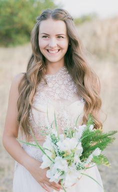 Warum nicht Omas oder Mamas Brautkleid für die eigene Hochzeit etwas umnähen? Voilà, schon hast du ein süßes Vintage-Kleid, ein absolutes Unikat und sparst auch noch viel Geld. Geheimtipps zum Hochzeitskosten sparen findest du in unserem Blog Artikel! #hochzeitskosten #hochzeitskiste #hochzeitsmagazin #hochzeitsblog #weddingblog #hochzeitstipps #hochzeitsideen #vintagebraut #mamasbrautkleid #omasbrautkleid Girls Dresses, Flower Girl Dresses, Wedding Dresses, Flowers, Blog, Fashion, Vintage Bridal, Flower Girl Gown, Celebration