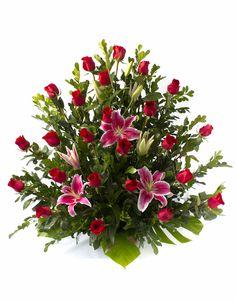 Mason Jar Flower Arrangements, Funeral Floral Arrangements, Creative Flower Arrangements, Ikebana Flower Arrangement, Mason Jar Flowers, Artificial Flower Arrangements, Christmas Arrangements, Beautiful Flower Arrangements, Beautiful Flowers