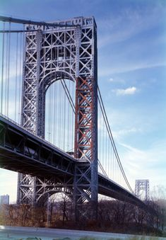 The George Washington Bridge connecting the borough of Manhattan in New York  to the town of Fort Lee across the river in New Jersey is the world's only 14-lane suspension bridge.