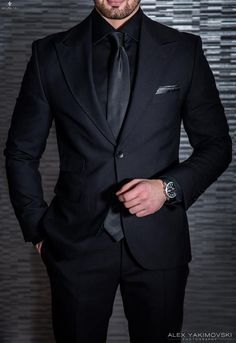 Top formal suits men to wear in wedding Best formal suits men classy look Best formal suits for men in business Mens Fashion Suits, Mens Suits, Groomsmen Suits, Guys In Suits, Formal Suits For Men, Groomsmen Attire Black, Mens Tux, Mens Casual Suits, Best Suits For Men
