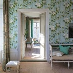 To fully appreciate how our luxury fabrics and wallpapers will work in your home, order sample swatches online from Designers Guild. Flowers Wallpaper, Cool Wallpaper, Bedroom Wallpaper, Beautiful Wallpaper, Designers Guild Wallpaper, Designer Wallpaper, Tricia Guild, Vogue Living, Interior Decorating