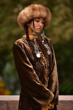 A Turkic girl Cultures Du Monde, World Cultures, Beautiful People, Beautiful Women, Ethno Style, Beauty Around The World, Exotic Women, Folk Costume, People Of The World