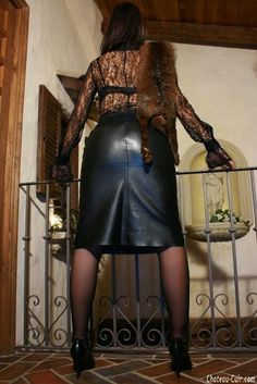 Black Leather Skirts, Leather Dresses, Fur Fashion, Womens Fashion, Leather Corset, Sexy Skirt, Lady, Dominatrix, Leather Mini Skirts