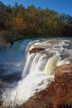 Little River Canyon Falls, near Mentone, Alabama. Little River Canyon National Preserve is a United States National Preserve located on top of Lookout Mountain near Fort Payne, Alabama, and DeSoto State Park. (V)