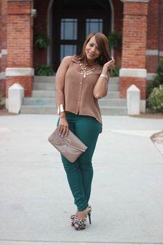 Neutral top, emerald pants and leopard heels! Cute