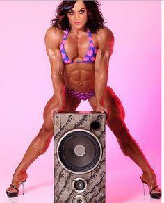 Como ficariam os corpos das celebridades gringas bombados - http://colunas.revistaepoca.globo.com/brunoastuto/2013/05/01/como-ficariam-os-corpos-das-celebridades-gringas-bombados/ (Foto: Reprodução Worth 1000)