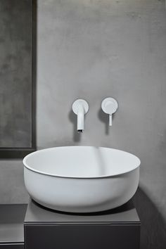 A look at Norm Architects' brand new 'Prime' bathroom suite, designed for Spanish brand Inbani and influenced by antique metal tubs. Wet Room Bathroom, Bathroom Taps, Interior Design Inspiration, Bathroom Inspiration, Bathroom Ideas, Copenhagen Design, Washbasin Design, Round Sink, Metal Tub