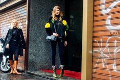 La modelo Alexandra Elizabeth con unas botas de Miu Miu