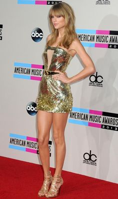 Trendige Taylor Swift Haarschnitt Ideen 2017 – – Breaking Celeb News, Entertainment News, and Celebrity Gossip Taylor Swift Hot, Taylor Swift Haircut, Estilo Taylor Swift, Taylor Swift Style, Taylor Swift Vestidos, Beautiful Celebrities, Beautiful Women, Beautiful Legs, Beauté Blonde