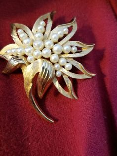 Vtg  CROWN TRIFARI Brushed & Shiny Gold Faux Pearl Brooch Flower Shape   | eBay