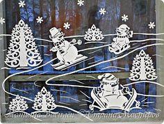 Давно хотелось сделать семейство Снеговичков на зимних окошечках:)  Наконец нашла подходящих героев в детских раскрасках и вырезала вытынанки. И вот, что в итоге получилось))) фото 3