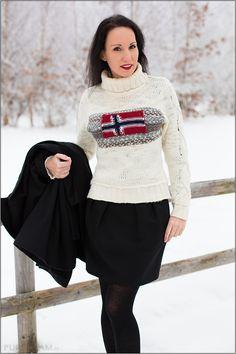 Fashion – neuer Winterlook mit Pullover und Strumpfhose