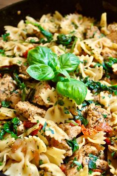 This quick bow tie pasta with chicken, spinach, and tomatoes is dotted with bites of juicy chicken breast, fresh spinach, and low-simmered cherry tomatoes. A perfect pasta dinner you can toss together in no time... #pasta #recipes #chicken #spinachpasta #chickenrecipes #easydinner #dinnerideas #easyweeknightdinner Easy Chicken Recipes, Easy Dinner Recipes, Pasta Recipes, Dinner Ideas, Pasta Side Dishes, Pasta Sides, Spinach Pasta, Spinach Stuffed Chicken, Easy Family Dinners