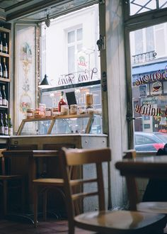 × busy street / #cafe #coffee