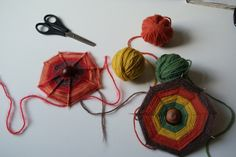 Top Ten Everyday Living Insurance Plan Misconceptions Autumn Is: Making Conker Webs Fall Projects, Craft Projects For Kids, Crafts To Do, Arts And Crafts, Craft Ideas, Autumn Crafts, Autumn Art, Waldorf Crafts, Conkers