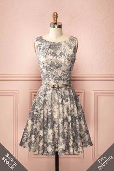 Mazarane - Grey and ivory floral shimmering A-line dress with golden belt