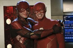 Justice League's Ezra Miller Made a Flash Cameo in Crisis on Infinite Earths Ezra Miller, Grant Gustin, Melissa Benoist, Jim Lee, Supergirl, Crossover, John Francis Daley, Flash Barry Allen, Character