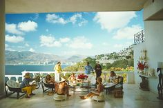 Guests at villa Nirvana - Slim Aarons