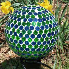 Sunnydaze Mosaic Gazing Globe Glass Garden Ball, Outdoor Lawn and Yard Ornament, Green, 10 inch Bowling Ball Crafts, Bowling Ball Garden, Bowling Ball Art, Bowling Pins, Garden Slabs, Mosaic Garden, Glass Garden, Garden Totems, Mosaic Wall