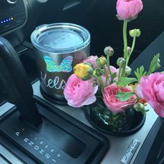 Only a wedding planner would have flowers stuffed in every cup holder :) #itsaruehlegoodlife #flowers @ariana_nicole_miller