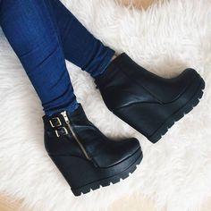 The Ideal Boot #followSANTE (cc: @jadorekors) #santeshoefie #shopsante Discover it on: www.santeshoes.com