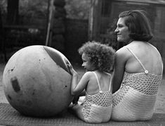 27 Awesome Vintage Photos of Moms | Mental Floss