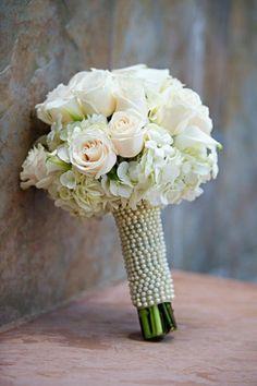 0b1ba22ac wunderbarer hochzeitsstrauß brautstrauß schöne ideen hochzeitsdeko  hochzeitsdekoration Trendy Wedding, Vase, Hair Styles, Decoration