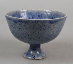 Alice van Mourik bowl on foot