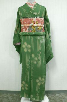 Traditional Japanese Kimono, Kaftans, Yukata, Kimono Fashion, Traditional Outfits, Kimono Top, Textiles, Asian, Pattern