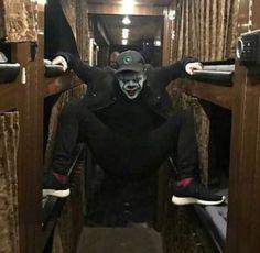 I think this is Bill Skarsgard. Funny Horror, Horror Art, Scary Movies, Horror Movies, Movie Memes, Funny Memes, Bill Skarsgard Pennywise, It Movie 2017 Cast, Skarsgard Family