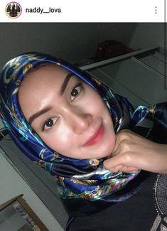 Beautiful Hijab Girl, Beautiful Muslim Women, Beautiful Asian Girls, Hijabi Girl, Girl Hijab, Hijab Chic, Korean Actresses, Blonde Beauty, Sexy Asian Girls