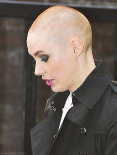 Shaved Head Women, Bald Head Women, Girls With Shaved Heads, Super Short Hair, Short Hair Cuts, Short Hair Styles, Karen Gillan Bald, Buzzcut Girl, Going Bald