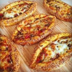 Image may contain: 1 person Donut Recipes, Snack Recipes, Cooking Recipes, Snacks, Food Cart Design, Bread Shaping, Good Food, Yummy Food, Breakfast Items