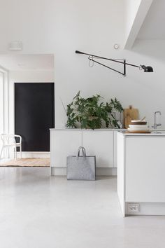 How To Incorporate Contemporary Style Kitchen Designs In Your Home Contemporary Kitchen Interior, Contemporary Decor, Interior Design Kitchen, Modern Interior Design, Diy Interior, Kitchen Styling, Hygge, House Design, Decoration