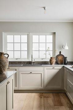 Swedish Kitchen, Nordic Kitchen, Classic Kitchen, New Kitchen, Timeless Kitchen, Awesome Kitchen, Kitchen Backsplash, Modern Shaker Kitchen, Swedish Home Decor