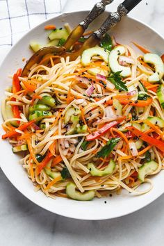 Use noodles for low carb Asian Noodle Salad - With the Best Ever Ginger Vinaigrette. This vegan make-ahead salad is loaded up with healthy veggies and perfect for midweek lunches or larger gatherings. Vegetarian Recipes, Cooking Recipes, Healthy Recipes, Vegetarian Salad, Cheap Recipes, Ketogenic Recipes, Keto Recipes, Make Ahead Salads, Dinner Salads Healthy