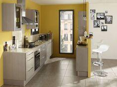 ► Commentaire • Elle maison - Cuisine mur jaune Lapeyre. Le jaune moutarde dans la cuisine s'impose avec brio sur les murs de cette cuisine ouverte. Il revitalise l'ensemble des meubles gris et surtout permet à la pièce de se démarquer visuellement de la partie salon.