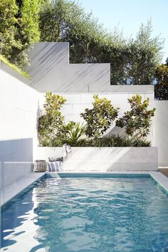 Swimming Pool Design - Something is missing when you own a big house without having a nice swimming pool at the backyard. It feels great to dive in your own pool. Small Backyard Design, Backyard Pool Designs, Small Backyard Pools, Modern Garden Design, Small Pools, Outdoor Pool, Landscape Design, Landscape Architecture, Gazebo Pergola