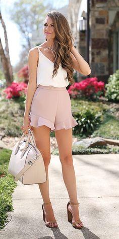 Transition To Spring Outfit Ideas Printemps. Nail the gram avec ce chemisier marron et ses escarpins Summer Outfits Women, Short Outfits, Spring Outfits, Cool Outfits, Casual Outfits, Casual Shorts, Classy Summer Outfits, Shorts Outfits Women, Block Heels Outfit