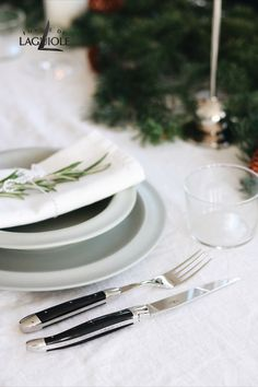 Simple yet elegant - Scandinavian home decoration is very popular right now. Why not decorate your Christmas dinner table inspired by this modern trend? Scandinavian table settings are beautiful and unpretentious. Add a more elegant touch by choosing well made, aesthetic cutlery like Forge de Laguiole® - you can find a wide range in our online store. #forgedelaguiole #laguiole #laguioleknife #tablesetting #christmas #christmasdinner #christmastable #scandinavian #cutlery #tabledecor #holiday