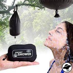 auf einem camping-trip in der wildnis und keine dusche in sicht? einfach wasser aus dem sauberen bach im wald einfüllen, einen geeigneten baum suchen und schon hat man mit dem shower-pocket einen angenehmen schauer über seinem haupt.