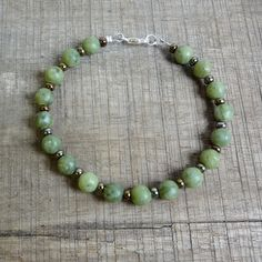 Armband van jade en glaskraaltjes