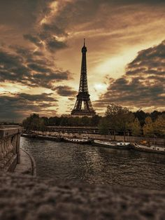 The Eiffel Tower is an iron lattice tower on the Champ de Mars in Paris, France. So Here is Top 08 Interesting Fact About Eiffel Tower. Places Around The World, Oh The Places You'll Go, Places To Travel, Places To Visit, Paris Torre Eiffel, Paris Eiffel Tower, Louvre Paris, Paris Paris, Paris City