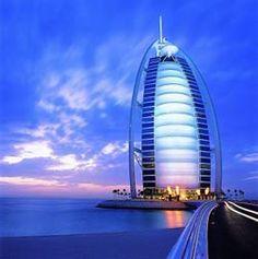 Burj Al Arab em Dubai,,Ícone da Construção Metálica:  Maior Hotel do Mundo, em Dubai, é feito de aço e vidro. O Burj Al Arab foi edificado em Dubai (Emirados Árabes Unidos) pelo Sheik Said Khalil e é o ícone do país.