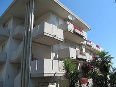 pineto esterno http://www.immobiliarepineto.it/appartamenti-trilocali-3-locali-/quartiere-delle-nazioni-ampio-trilocale-con-cantina.html