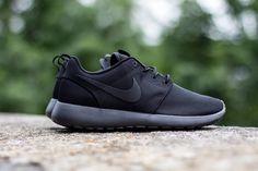 All black Nike rosh